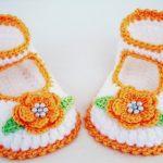 çiçek motifli örgü bebek patikleri