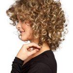 Kısa Permalı Saç Modeli