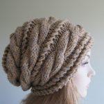Kadın İçin Burgulu Örgü Şapka