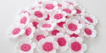 Pembe Tığ İşi Çiçek Örgü